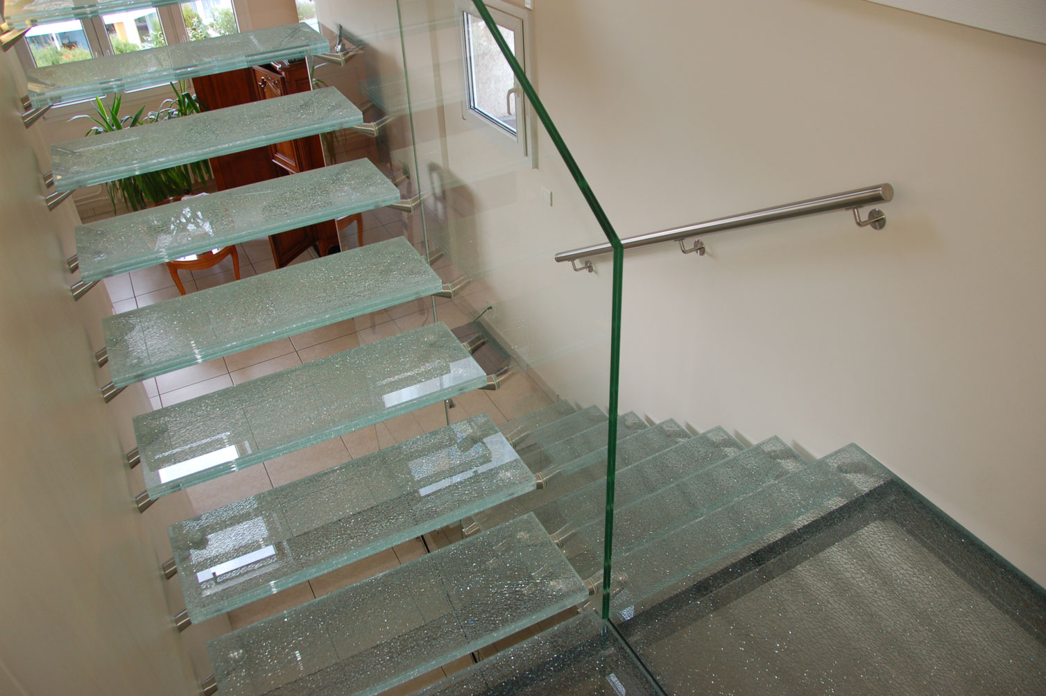 marches d 39 escaliers mfg. Black Bedroom Furniture Sets. Home Design Ideas